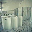 Niszczejące Niemieckie toalety w Domu Oficera